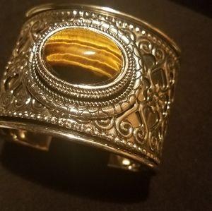 Cuff bracelet with tigers eye